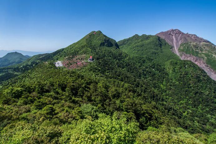雲仙岳登山道(長崎県島原半島)、野岳からの絶景、ミヤマキリシマ
