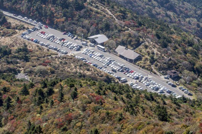 雲仙・仁田峠(長崎県島原半島)の駐車場、渋滞