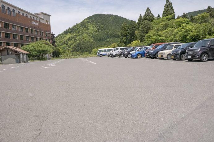 湯快リゾート 雲仙東洋館の駐車場(長崎県の雲仙地獄)