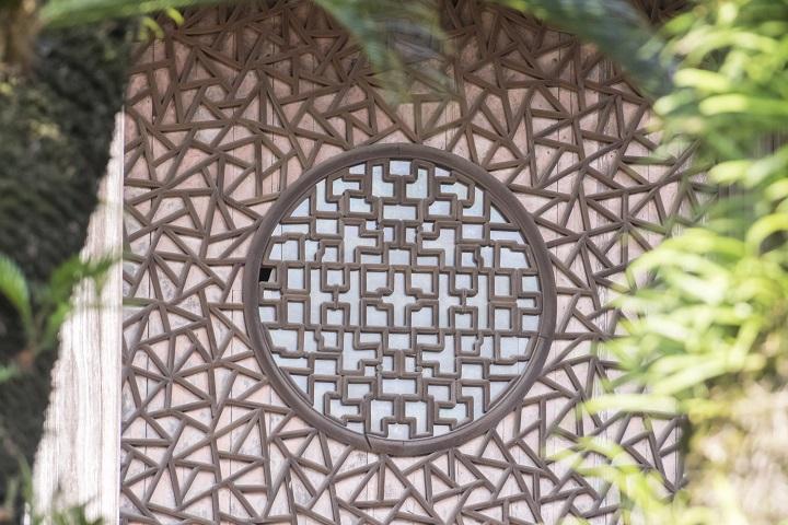 興福寺(長崎市寺町、唐寺)の大雄宝殿、氷裂式組子の丸窓