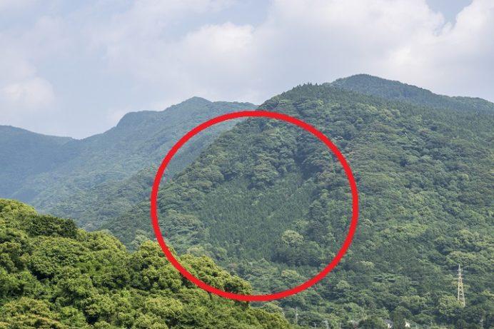 長崎県雲仙市小浜の山間のハートストーン