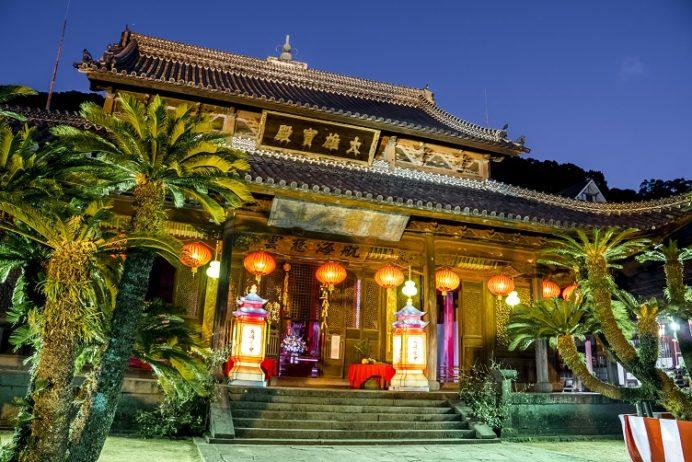 ランタンフェスティバルの興福寺(長崎市寺町、唐寺)
