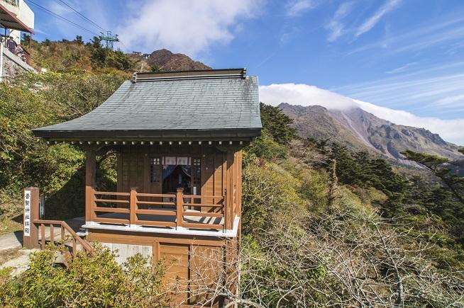 雲仙岳・仁田峠(長崎県島原半島)の普賢岳仮拝殿