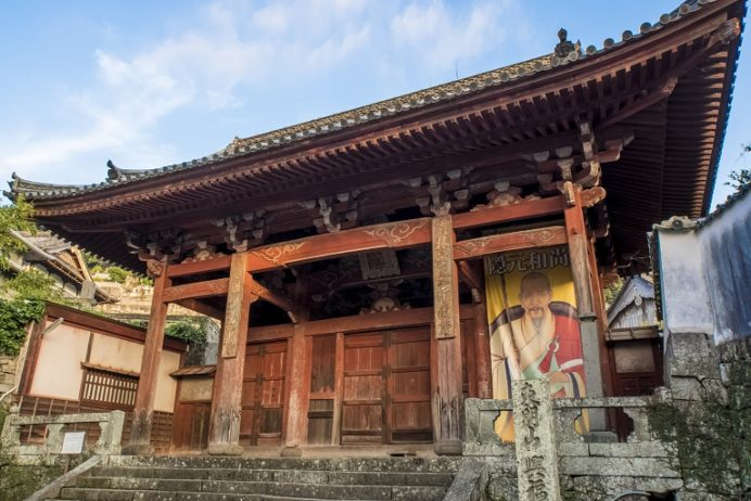 興福寺山門(あか門) (県指定有形文化財)