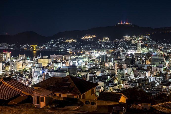 風頭公園展望台途中のヘイフリ坂付近の長崎の夜景