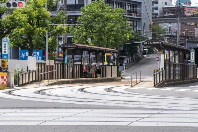 路面電車の市民会館電停