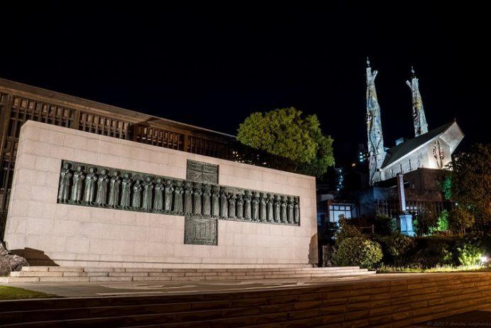 ライトアップされた日本二十六聖人殉教地(西坂公園)