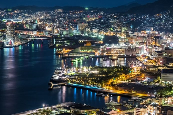 鍋冠山展望台公園からの新世界三大夜景の長崎の夜景