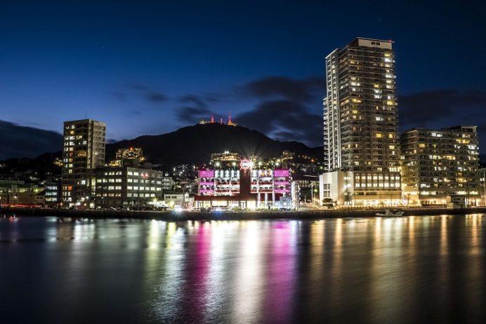 長崎県庁8階展望テラスからの新世界三大夜景の長崎の夜景