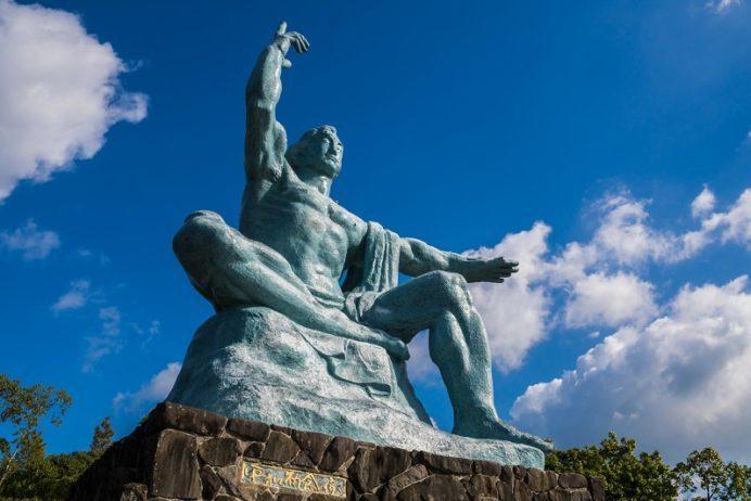 平和公園(長崎市松山町)の平和祈念像