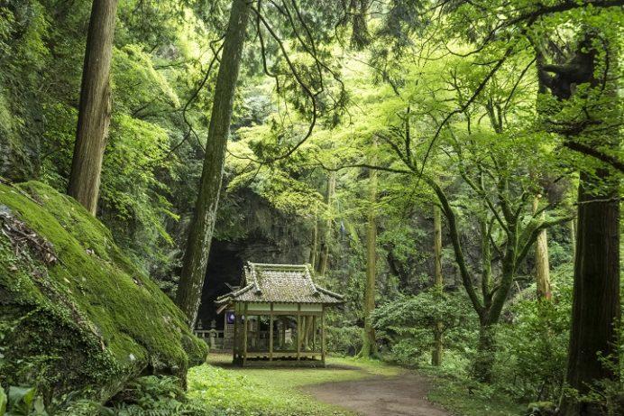岩戸神社 (岩戸神社洞窟) 島原半島長崎県雲仙市瑞穂町