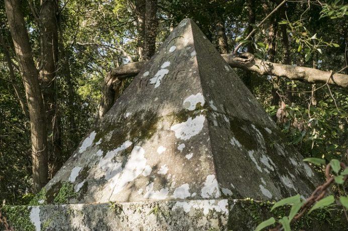 金比羅山(長崎市)の登山、トレッキング途中の長崎金星観測碑・観測台