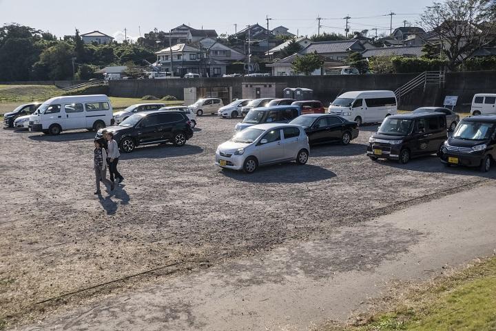 自然干陸地フラワーゾーン(長崎県諫早市高来町)のコスモス、駐車場