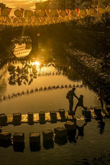 長崎ランタンフェスティバル(中島川公園・眼鏡橋会場)の夕景