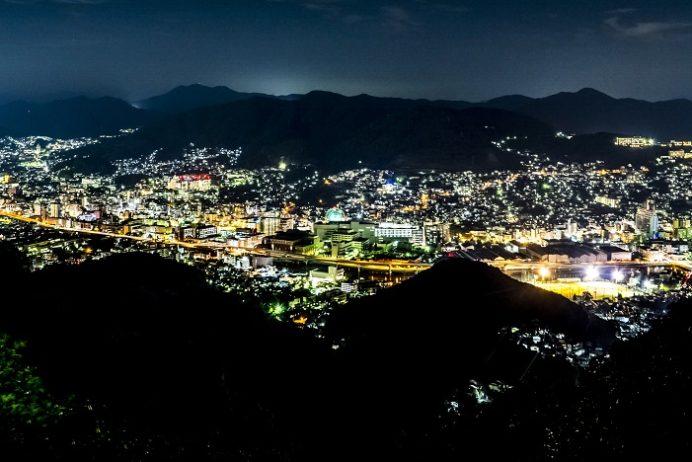 稲佐山スロープカーからの夜景(長崎市)、岩隠れ展望所