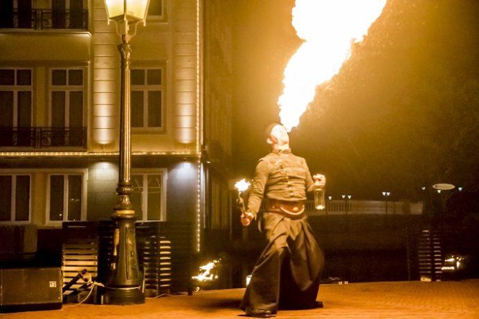 ハウステンボス(長崎県佐世保市)、炎の王国、ファイヤーパフォーマンスショー
