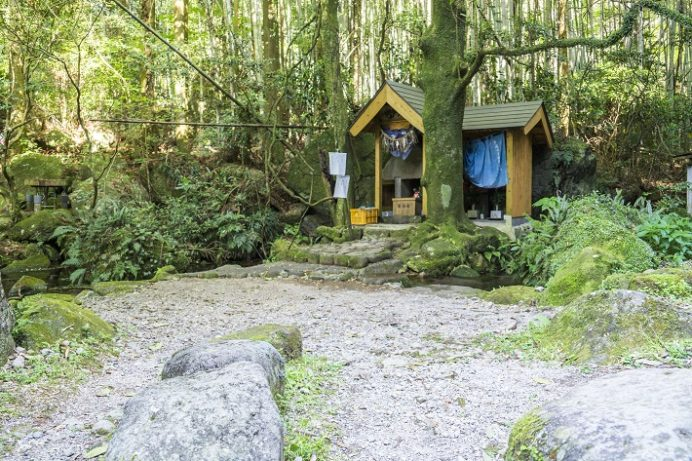 岩戸水神の水汲み場、役小角の石像、ハートストーン(雲仙市瑞穂町)