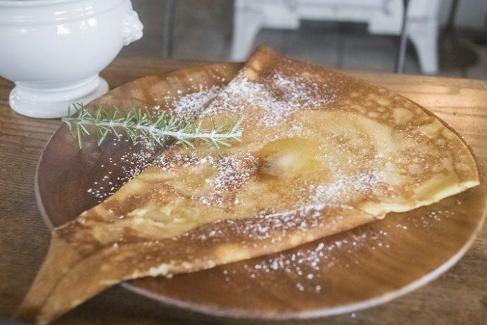 アンボワーズ(amboise)、長与町高田郷のおさとうとバターのクレープ