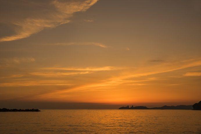 かきどまり弁天白浜海水浴場(長崎市)の夕日
