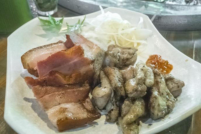 山の寺 邑居(南島原市深江町)のベーコン炭火焼、地鶏の炭火焼