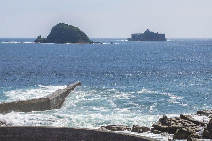 軍艦島が見える丘(長崎市高島町)