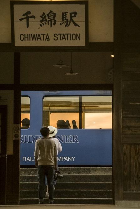 JR千綿駅の夕日(長崎県東彼杵郡東彼杵町)、電車シーサイドライナー