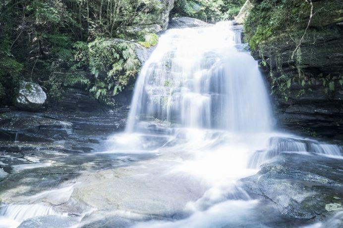 つがね落としの滝(西海市大瀬戸町)