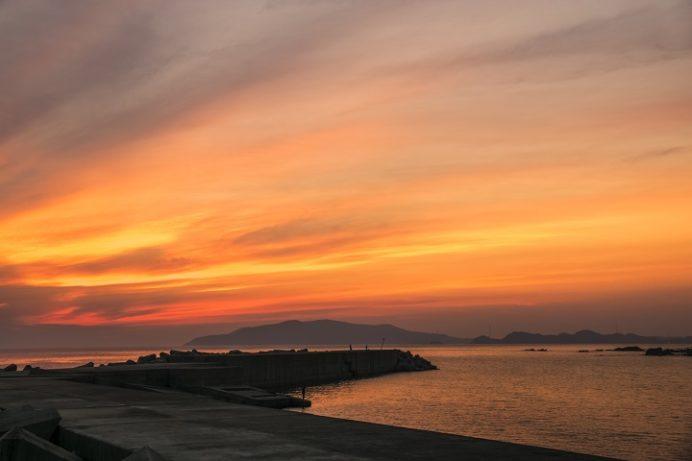 神浦港防波堤(長崎市外海の夕日)