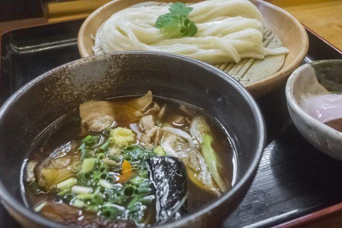 讃岐絢うどん(長与町)の肉ナスつけ麺
