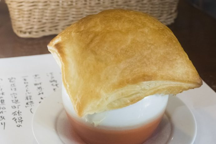 ぎゅう丸茶寮諫早店(長崎県諫早市鷲崎町)のパイ包みスープ
