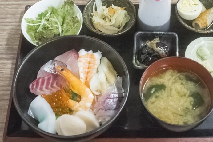 浜康(濱中水産)、長崎市新大工町の海鮮丼定食