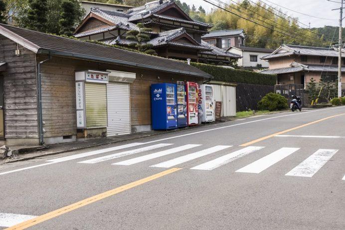 東長崎滝の上バス停のトトロ(長崎市平間町)