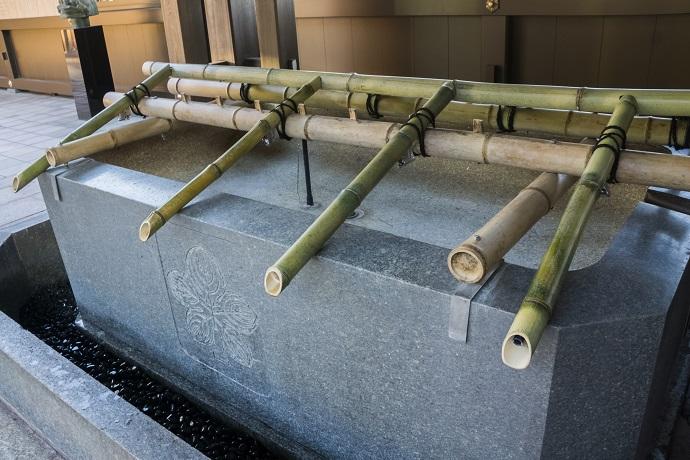 鎮西大社 諏訪神社(長崎市上西山町)の手水鉢