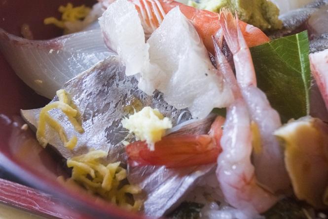 お食事処 大潮(諫早市)のお昼の海鮮丼定食