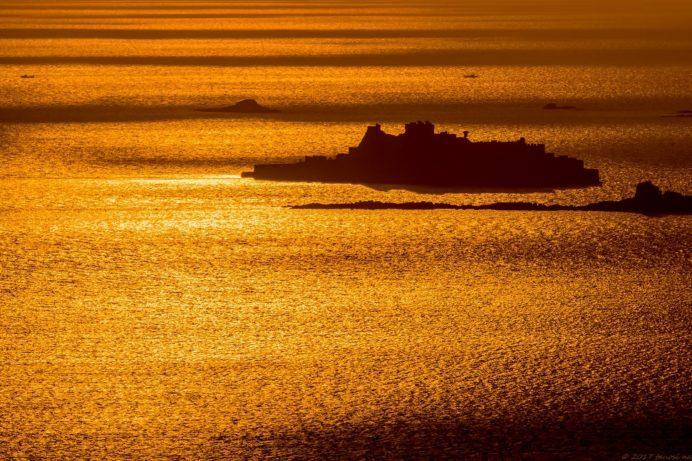 善長谷教会からの軍艦島の夕景