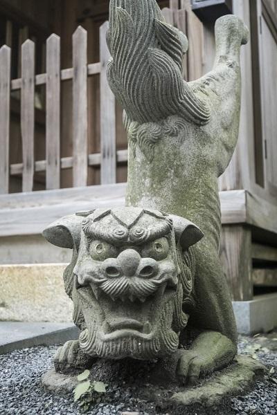 鎮西大社 諏訪神社(長崎市上西山町)の立ち狛犬・逆立ち狛犬(カッパ狛犬)