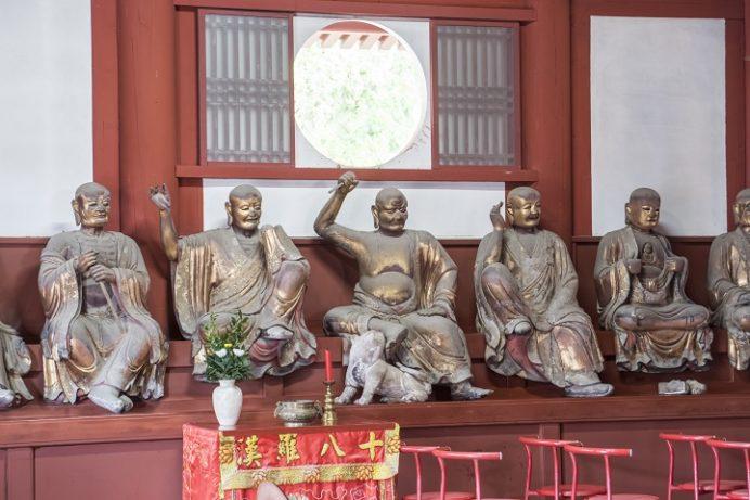 崇福寺(長崎市鍛冶屋町)の大雄宝殿(本堂)、十八羅漢像