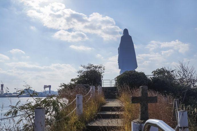カトリック神ノ島教会(長崎市)の岬のマリア像、ドンク岩