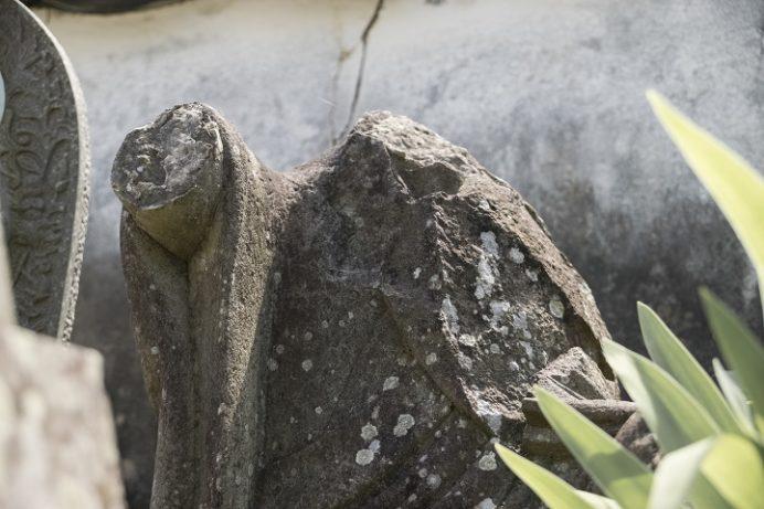 福済寺(長崎市筑後町)、首が吹き飛ばされた地蔵