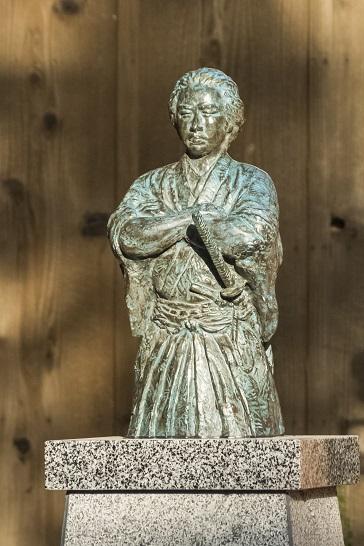 万寿山 聖福寺(長崎市玉園町)、大雄宝殿(本殿)、坂本龍馬像