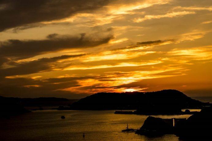 女神大橋(長崎市西泊町)の夕日