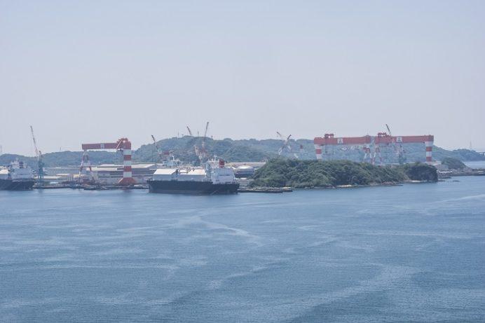 女神大橋(長崎市西泊町)の遊歩道からの風景、三菱重工業長崎造船所 香焼工場