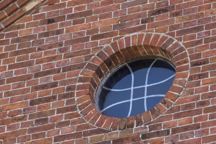 黒崎教会(長崎市上黒崎町、外海地区)、バラ窓