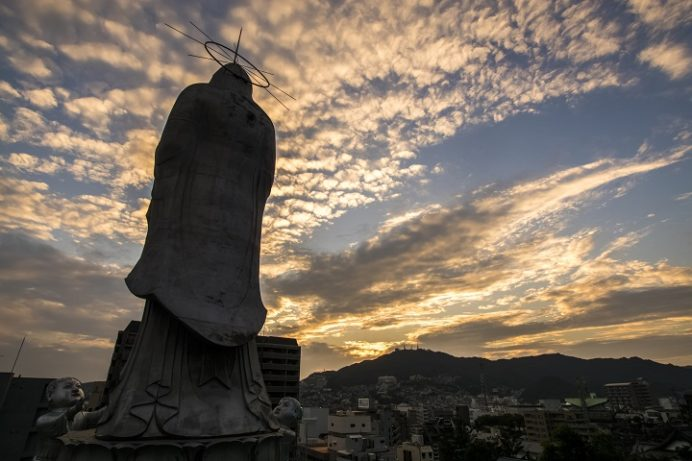 福済寺(長崎市筑後町)の長崎観音と夕日