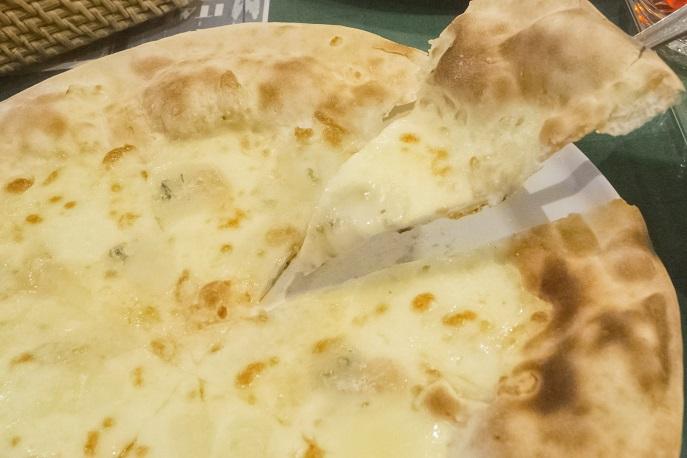 海カフェ&レストラン コスタ九十九島(佐世保市鹿子前町 九十九島パールシーリゾート内)の四種のチーズピッツァ