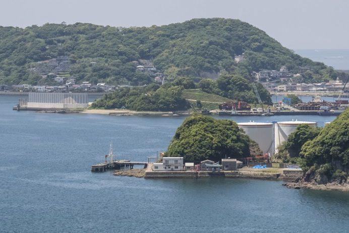 女神大橋(長崎市西泊町)の遊歩道からの風景、皇后島