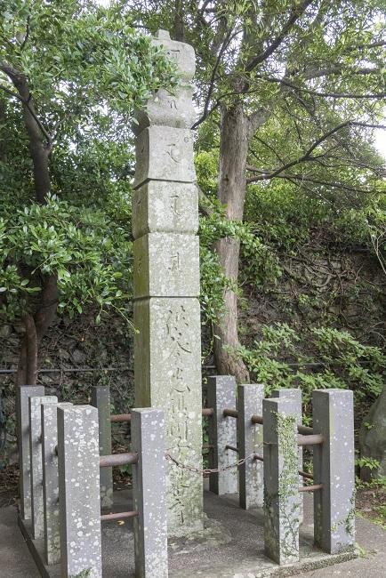万寿山 聖福寺(長崎市玉園町)、鐘楼・聖福寺の梵鐘 (市指定有形文化財)、市川団十郎の供養塔