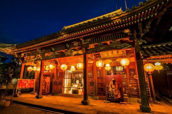 長崎ランタンフェスティバルの興福寺(長崎市寺町、唐寺)の媽祖堂