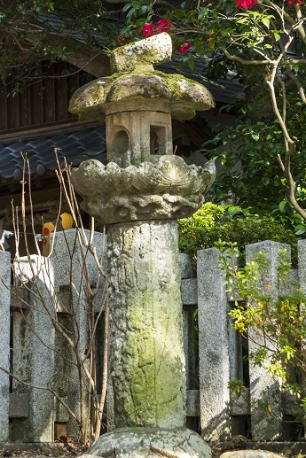松森天満宮(松森神社)、長崎市上西山町、松竹梅の石灯籠 (上から「梅」「松」そして土台が「竹」)