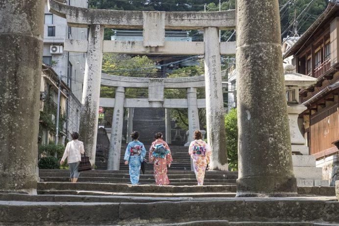 鎮西大社 諏訪神社(長崎市上西山町)の参道